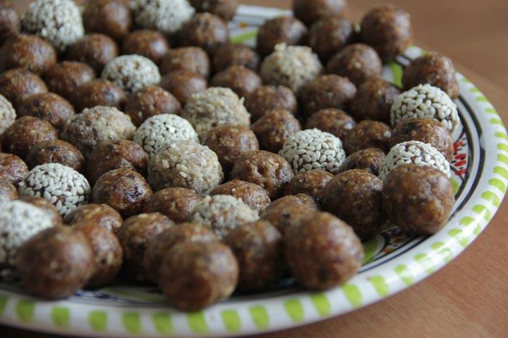 Полезное лакомство - конфеты из сухофруктов и орехов для детей и взрослых.