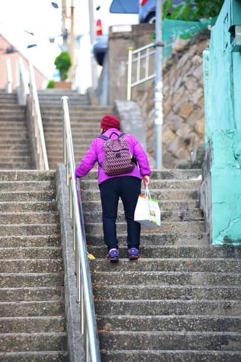 Пешком по лестнице