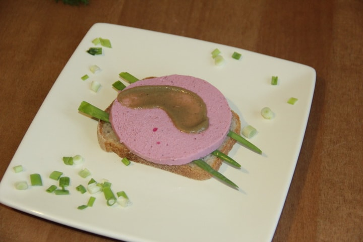 Бутерброд с колбасой